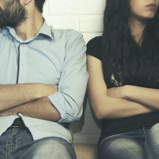 Et par i konflikt som trenger å skrive testament for separerte og skilte